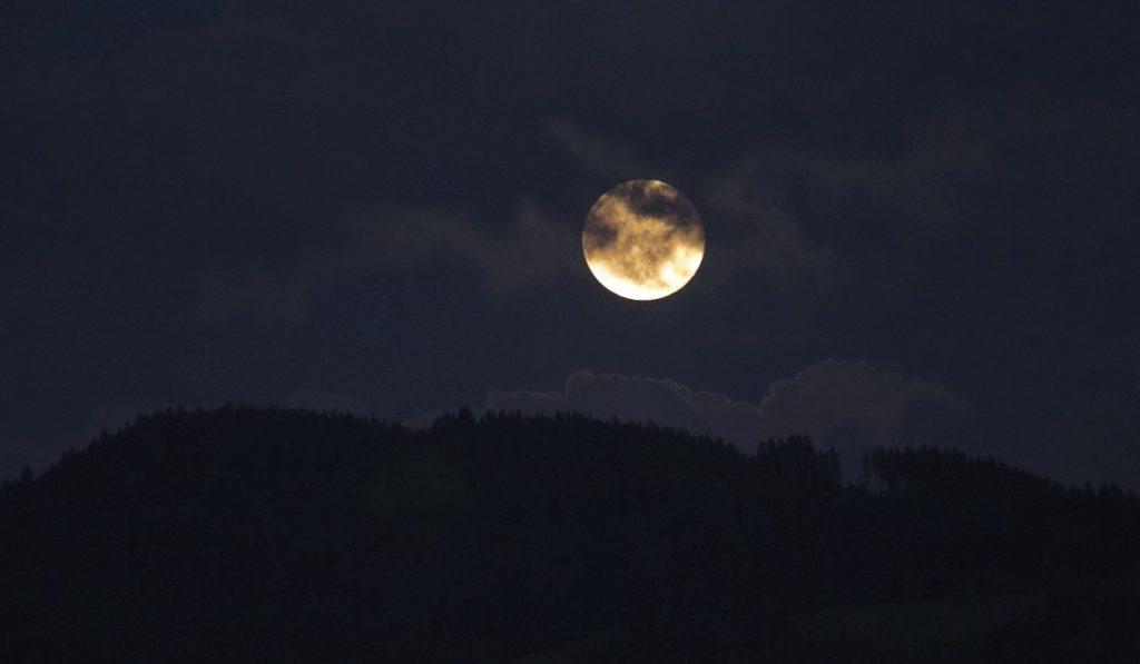 Moon Quincunx Neptune